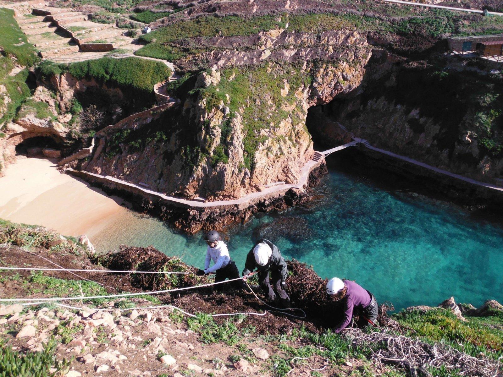 Restoring cliffs, by Isabel Fagundes